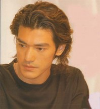 Takeshi Kaneshiro with medium long layered haircut with wavy bangs and high lights