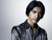 Image of Takeshi Kaneshiro with medium haircut and very long side bang
