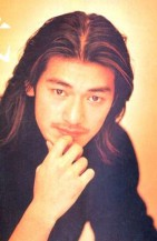 Takeshi Kaneshiro with long hair and very long side bangs in higlites