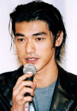 Takeshi Kaneshiro with long layered hairstyle_long bangs